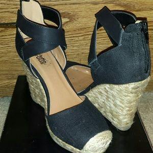 Black linen shoes