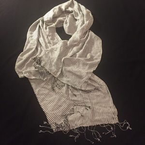 URBAN OUTFITTERS - BOHO Scarf with braided fringe