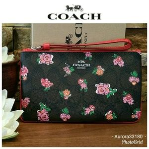 NWOT Coach LARGE Wristlet in Floral w/box