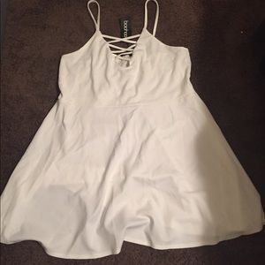 US 20 White Boohoo skater dress NWT