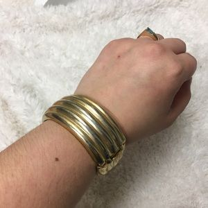 🎈 Vintage Gold Tone Metal Cuff Bracelet