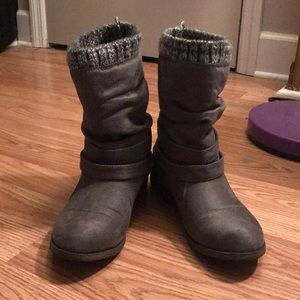 NWOT Grey scrunched booties