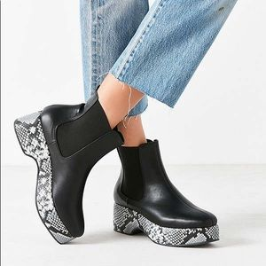 NWT UO Snake Platform Ankle Pull-On Boots Size 9
