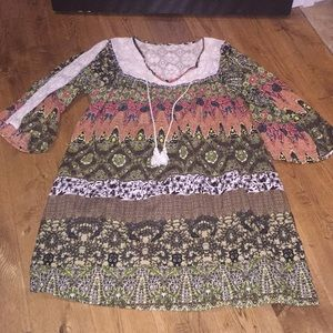 Boutique multi-color patterned dress with lace. Lg