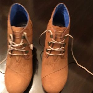 TOMS never worn size 10 desert booties!