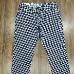 NWT. Khakis by Gap Woman's Slim City pants