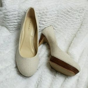 Beautiful Tahari Sophia Canvas Platform Heels