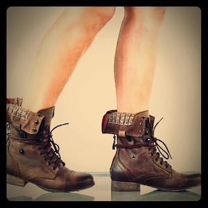 Steve Madden brown military boots