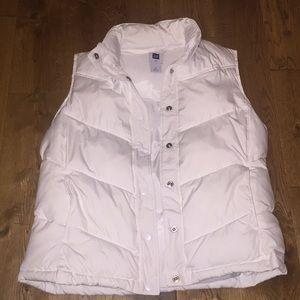Women's White Gap puffy vest. New w/o tags. Medium