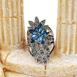 Elegant crystal flower and leaves silver ring