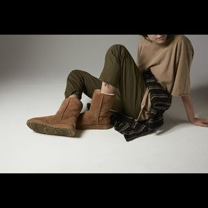 Short UGG chestnut boots