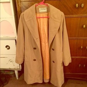 "🖤 Vintage🖤 camel-colored wool coat 34"" long"