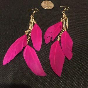 🎀New list! 🎀 Cute feather dangle earrings!
