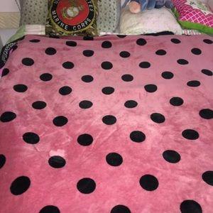 New vs pink blanket