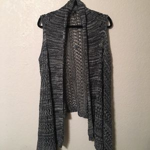 APT9. Sleeveless Sweater Shaw in Grey!!!