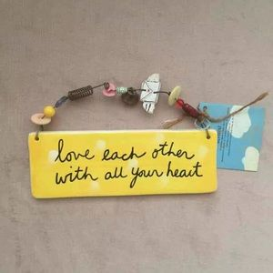 NWT Love Each Other Wall Hanging Plaque