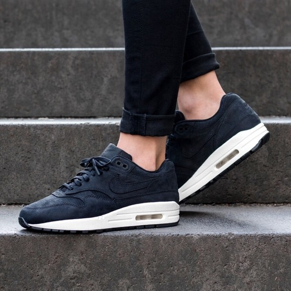 detailed look d90ef 3a2bc Women s Nike Air Max 1 Pinnacle Black Sail Shoes