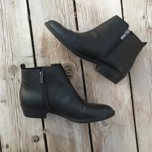 f1a85c4e5dee6 Chaps Shoes - Chaps Sabra Black Ankle Zip-Up Boots -- Size 8.5