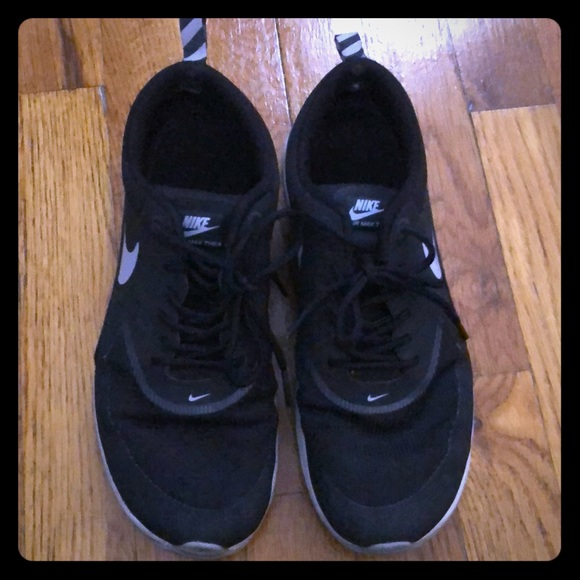 Abandonado mosquito Marte  Nike Shoes   Nike Air Max Thea Seen On Olivia Palermo   Poshmark