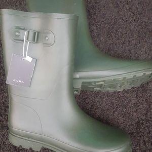Zara rubber rain boots