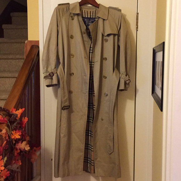 6b8fe8573 Authentic Vintage Burberry trench coat❤️