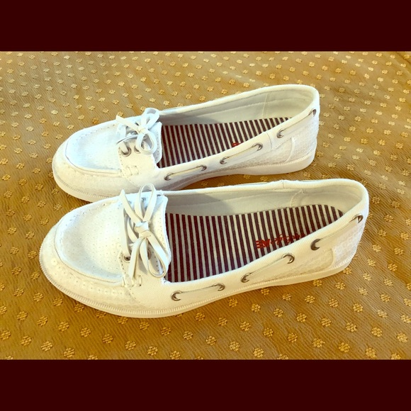 423a3ae75e8 American Eagle Outfitters Shoes - Adorable White Sequin Loafers