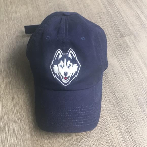 official photos b5072 e6ccf 🏀Nike UConn Huskies Adjustable Baseball Cap 🏀. M 5a19b370522b45339b01a30b