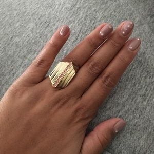 *Jewelmint* gold sparkly ring!