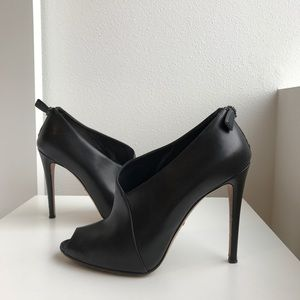 Prada open toe pump (100% authentic).