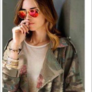 Jackets & Blazers - ✨BRAND NEW-✨Camo Jacket w/ flower print