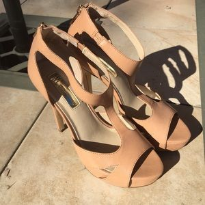 INC strappy tan heels 6 gold zipper in the back