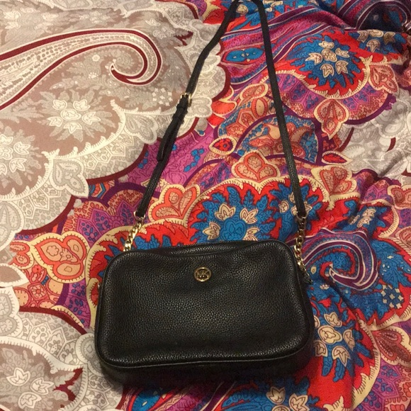 66d571f8948634 Like New . MK Pebble Leather Fulton Crossbody. M_5a19f238bcd4a7062d02ead9