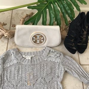 Knitted sweater with detailed shoulder