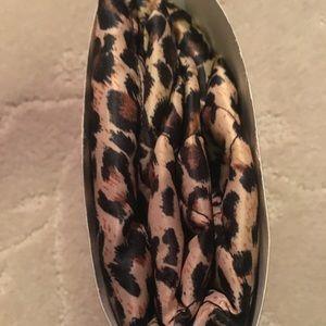 10ec0aff2c4 lay n go Bags   Nwot Cosmo Deluxe 22 Deluxe Sz Leopard   Poshmark