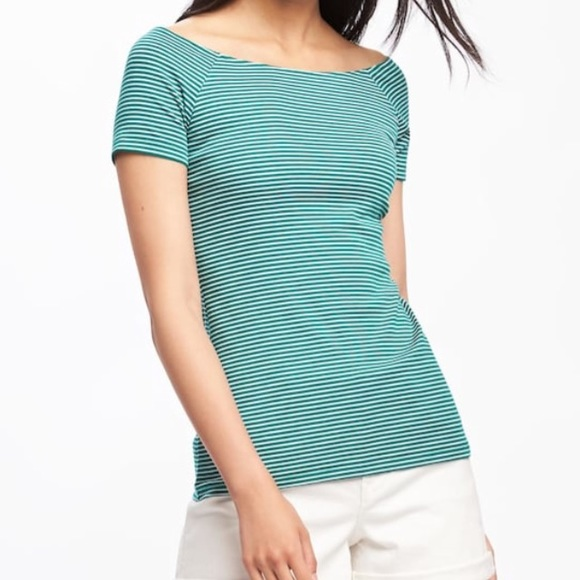 7da7a7c5c8f22 NWT Old Navy Semi-Fitted Off Shoulder Top