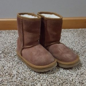 Ukala by Emu Girls Size 8 suede boots