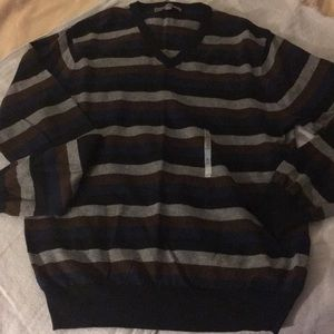 Old Navy V neck sweater