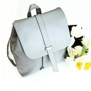 Handbags - NWOT Trendy Adustable Strap Backpack