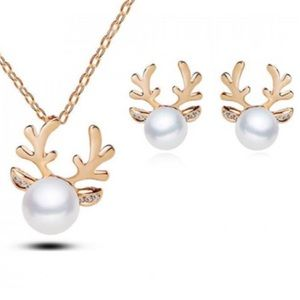 Jewelry - ✨NWT✨ Gold Pearl Reindeer Necklace & Earrings Set
