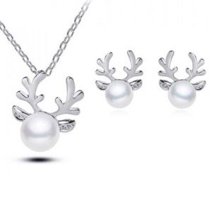 Jewelry - ✨NWT✨ Silver Pearl Reindeer Necklace Earrings Set