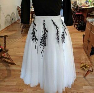Rear window replica skirt