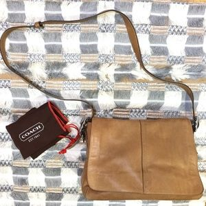 [Coach] Hamptons buttery brown leather flap bag
