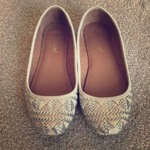 ShoeDazzle Cream and Silver Weaved Flats