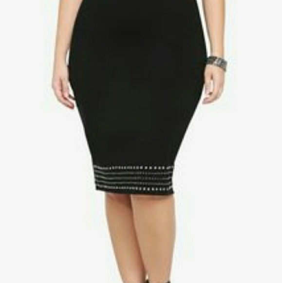 f4a606b2b37 Torrid Black Studded Pencil Skirt