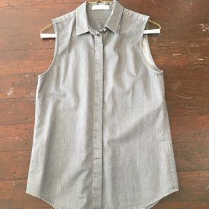 Everlane gray sleeveless button down shirt. XS.