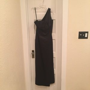 Jessica Simpson black one-shoulder gown size 6