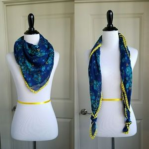 Accessories - Beautiful Lightweight Floral Scarf