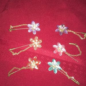 Jewelry - Flower pins