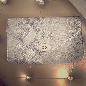 Silver clutch 💞