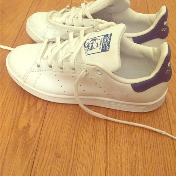 Le adidas sam smith bianca e blu, scarpe da ginnastica poshmark